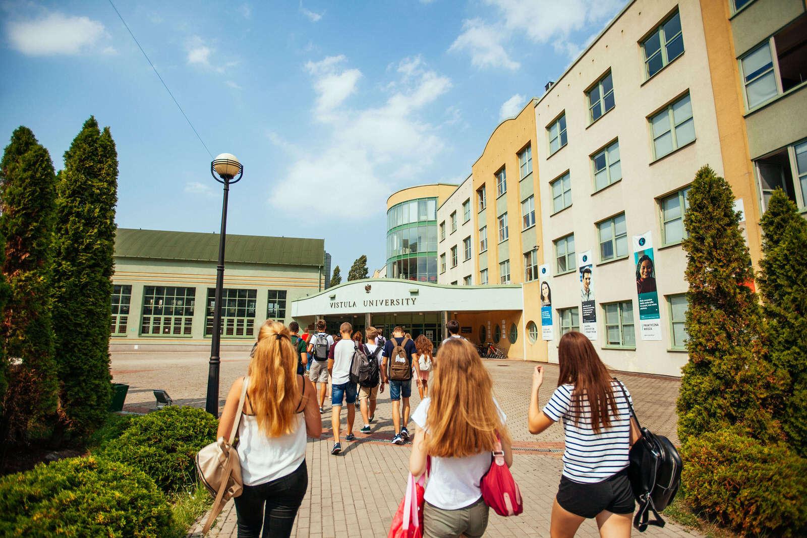 Вистула: вступительная кампания, скидки и стажировки - UniverPL