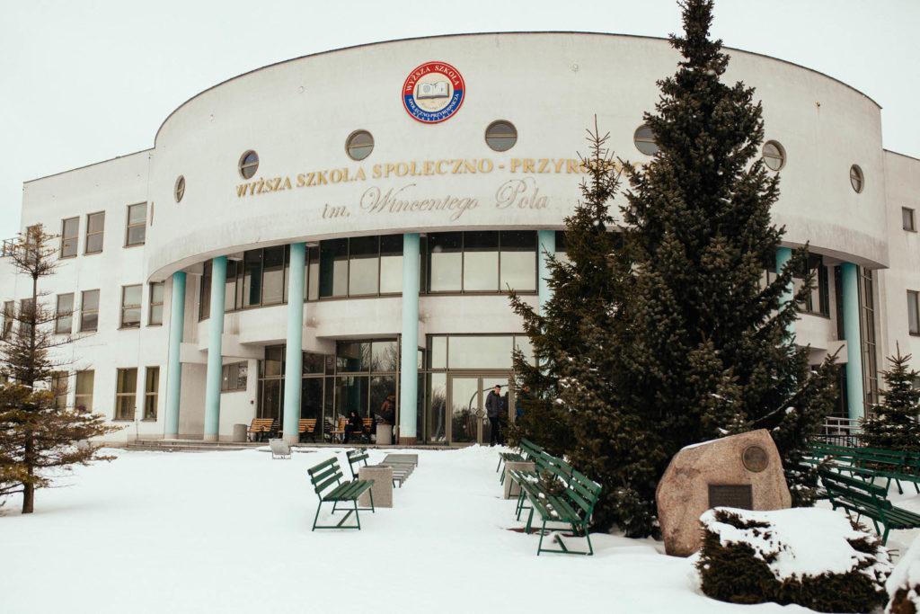 Університет Суспільно-Природничих Наук ім. Вінцента Поля взимку