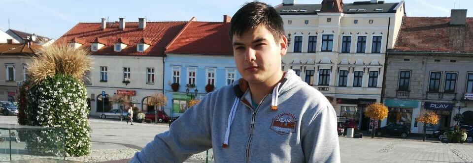 18-річний студент, на якого впав самогубця, потребує допомоги - UniverPL