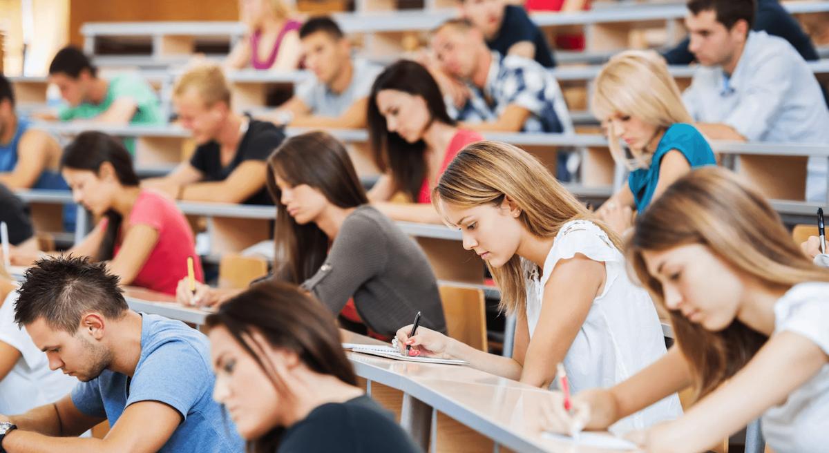 Осенью польские студенты возвращаются в аудитории - UniverPL